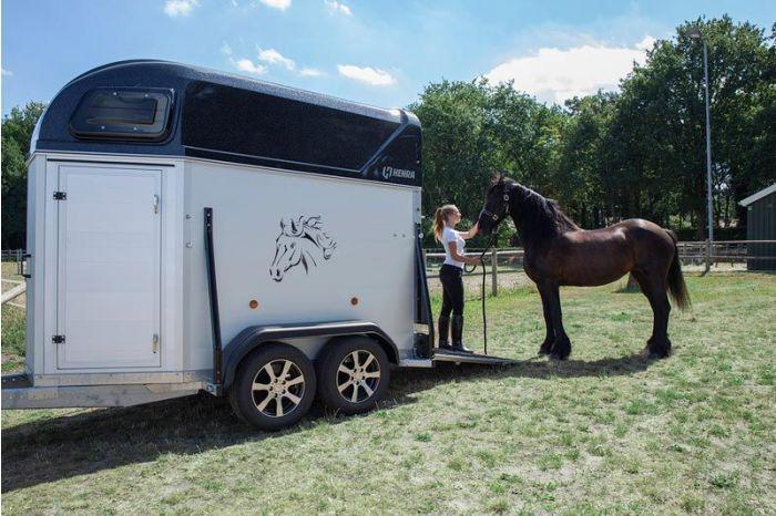 Henra Performance paardentrailer 304x160x235cm 2 paards