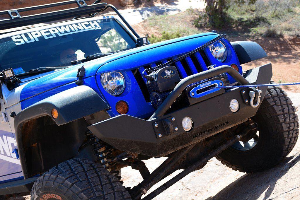 Superwinch lier gemonteerd op Jeep
