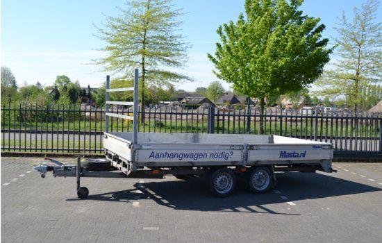De grote plateauwagen van Masta Aanhangwagens